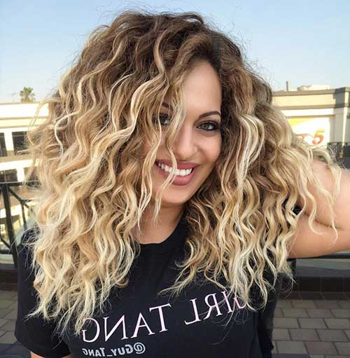 tonalidade loira bem clara pra cabelo cacheado
