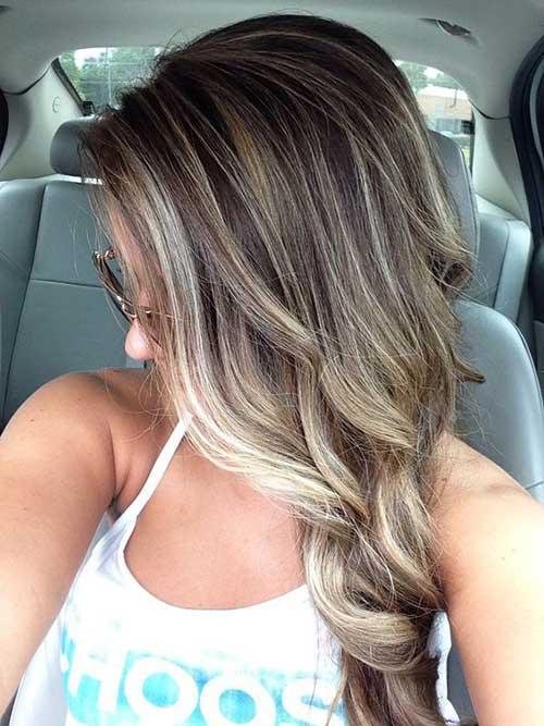 cabelos castanhos escuros com luzes platinadas