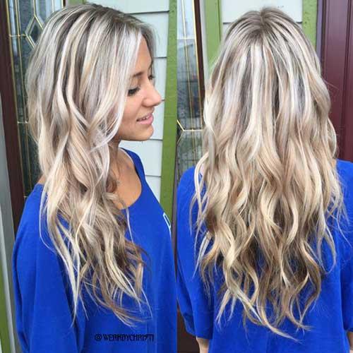 cabelos com luzes espalhadas pelo fio loiro