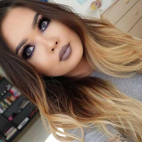 cabelos com mechas loiras