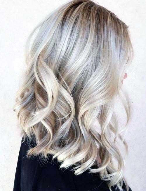 cabelo com mecha platinada
