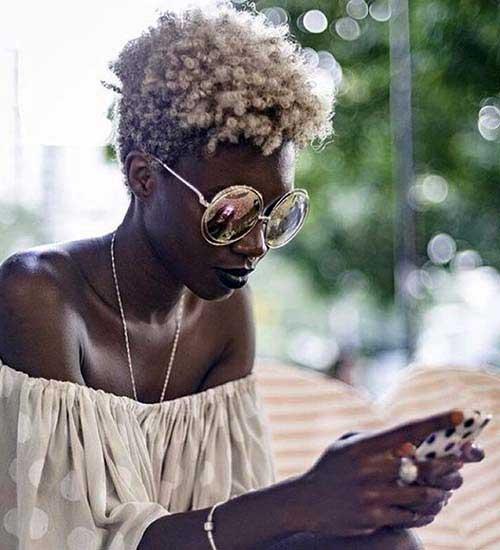 cabelo de afrodescendente descolorido