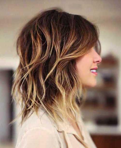 cabelo em camadas feminino com mechas californianas
