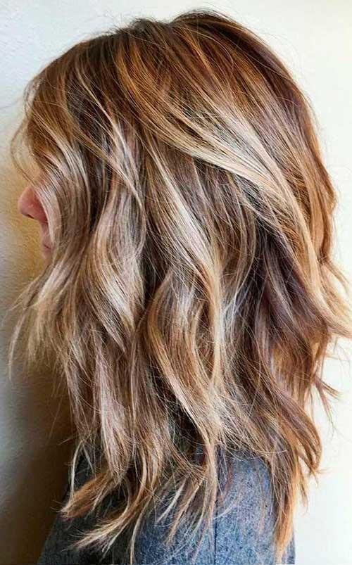 imagem de cabelo com ondas e luzes loiras
