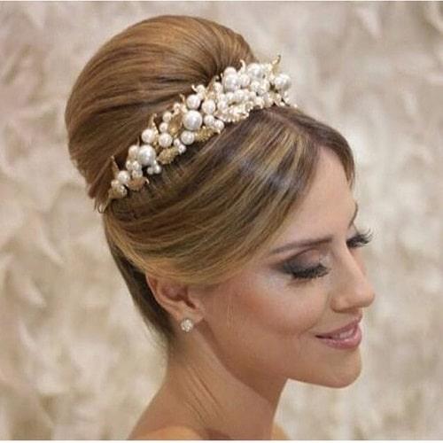 coque bola para noiva com coroa de flores