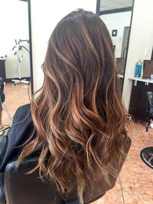 cabelo castanho claro com mecha mel