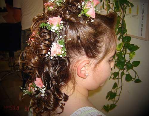 penteado de daminha floral