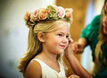 daminha com coroa de flores