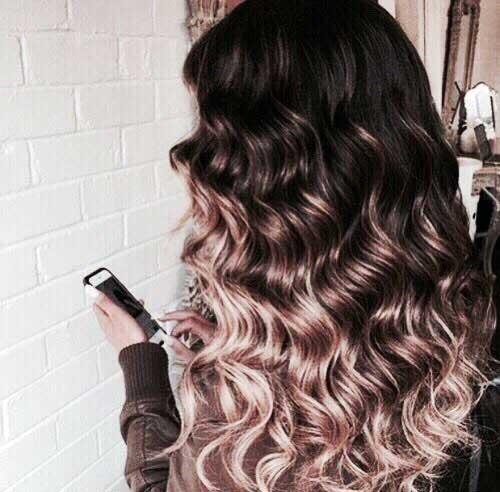 cabelo platinado com ondas marcadas