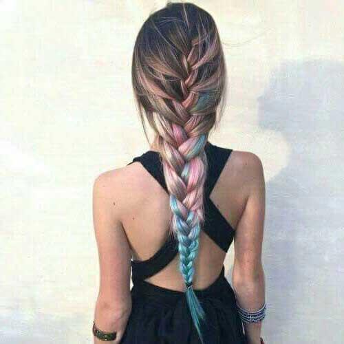 cabelo longo e colorido com tranças