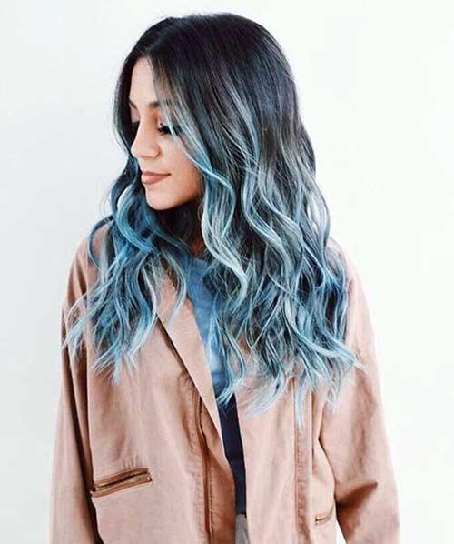 californiana azul em cabelos pretos