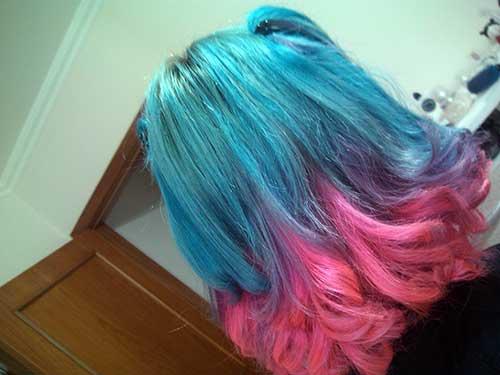cabelos azuis e rosas