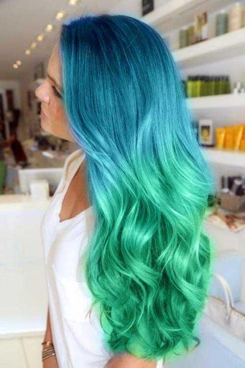 cabelo azul e verde na ponta