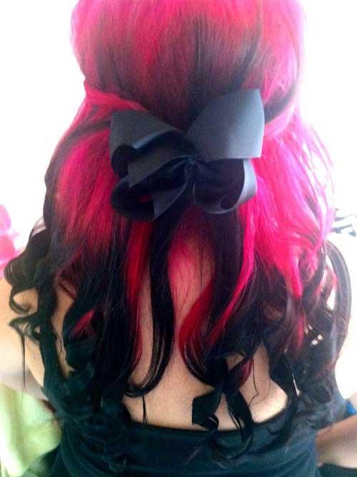 cabelo preto com mecha rosa
