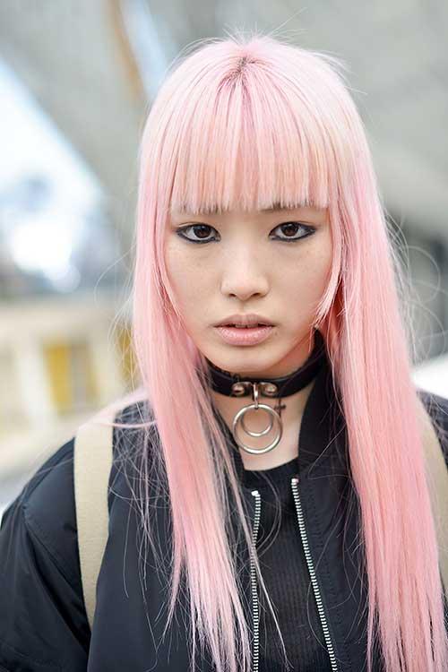 cabelo liso na cor rosa bleach e bonito