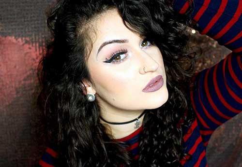 cabelo cacheado preto com franja