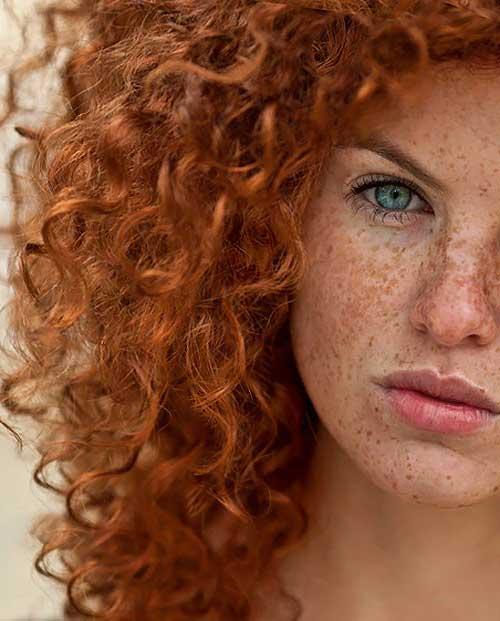 cabelo ruivo natural de mulher com olhos claros