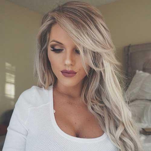 forma de arrumar franja grossa em cabelo loiro