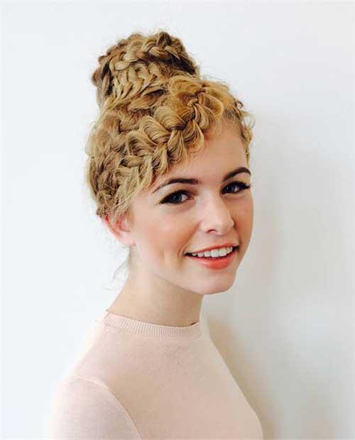 penteado tipo coque rosca no modelo bailarina com tranças