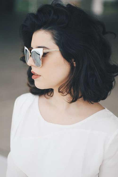 cabelo preto com corte curto e penteado messy