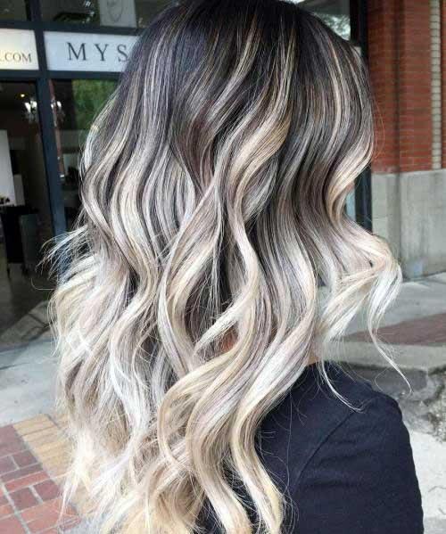 balayage platinada em cabelos escurecidos