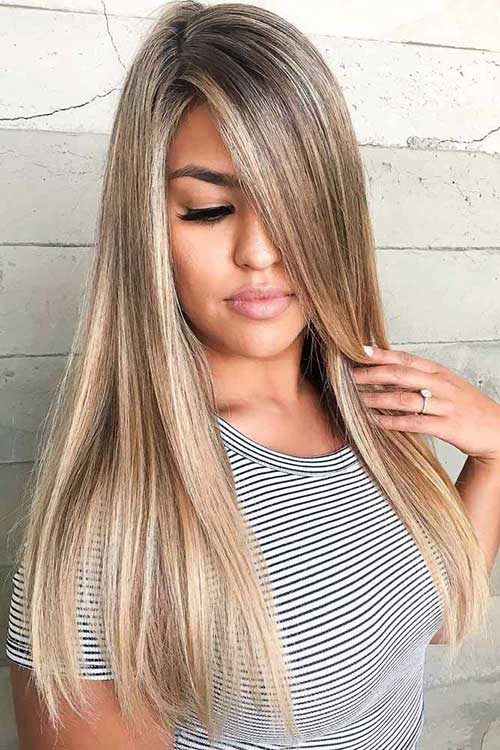 imagem de cabelo liso com mechas loiras