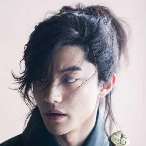 franja pro lado em cabelos medios masculinos