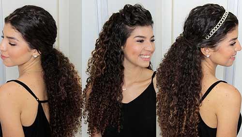 cabelos cacheados soltos com tiara ou topete