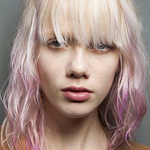 cabelo rosa desbotado com franja abaixo dos olhos
