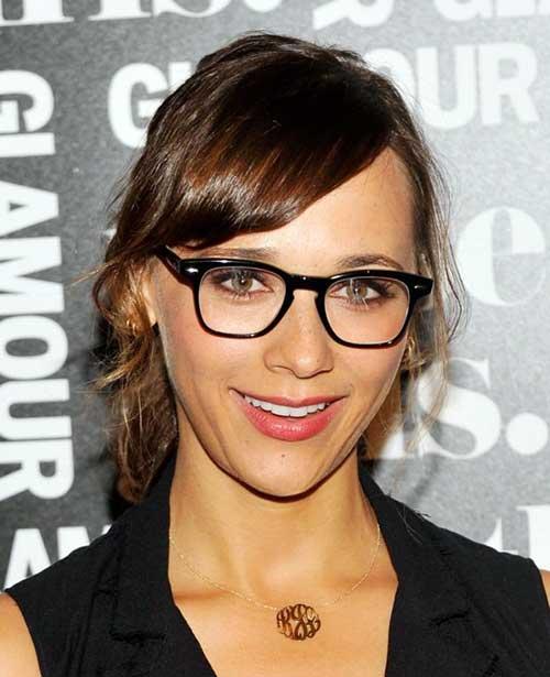 cabelo com oculos de grau e franja de lado