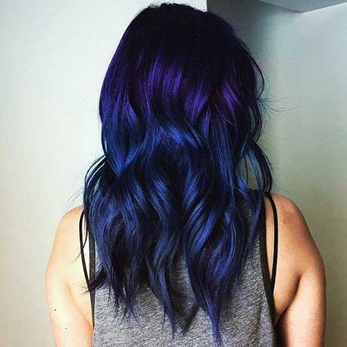 cabelo escuro com tinta azul e roxa