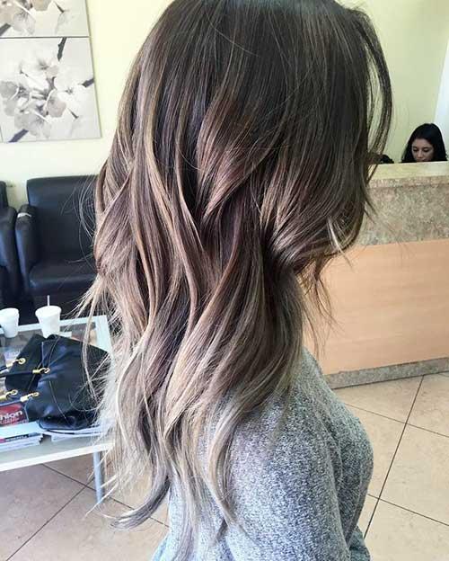 cabelos com mechas loiras especiais