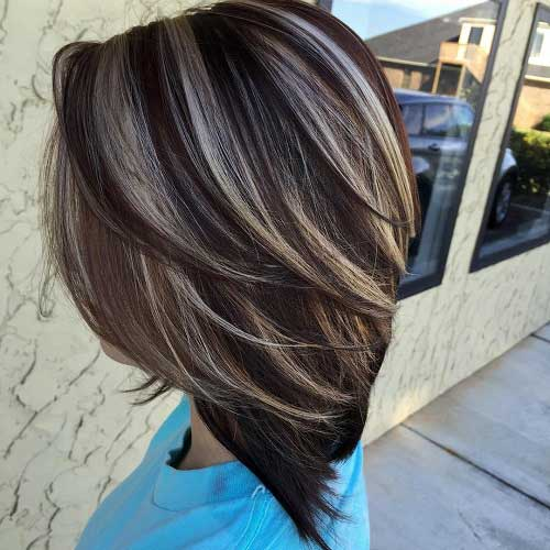 cabelo castanho escuro curto iluminado