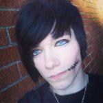 cabelo preto com olho azul