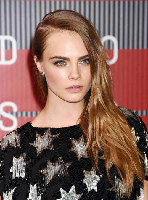 cabelos longos loiros da atriz cara delevingne