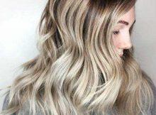 morena de cabelo longo com raiz esfumada