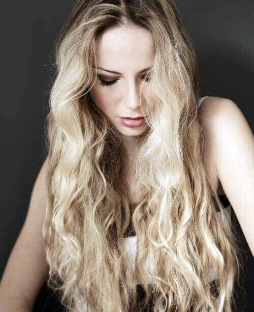 cabelo longo amarelado