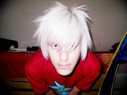 franja assimetrica no cabelo branco