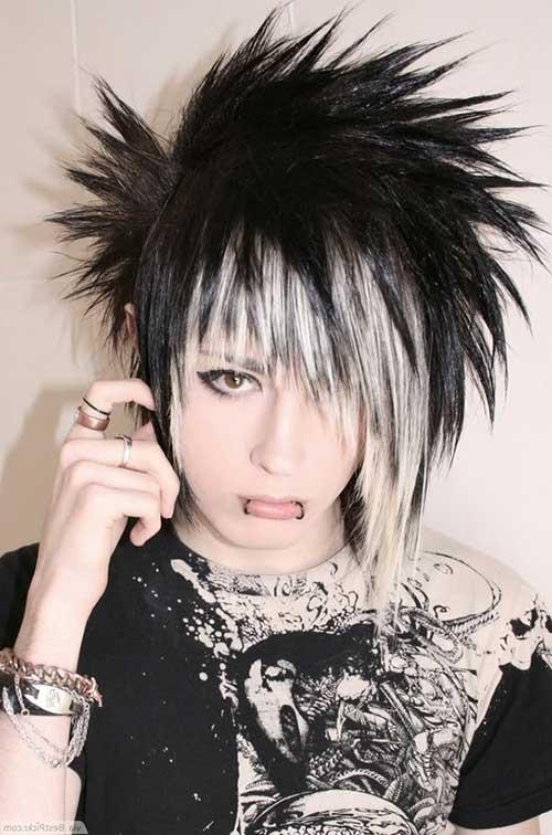 cabelo volumoso com mecha branca e preta
