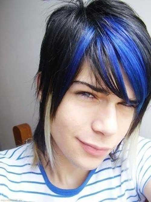 cabelo emo com pontas azuis e platinadas