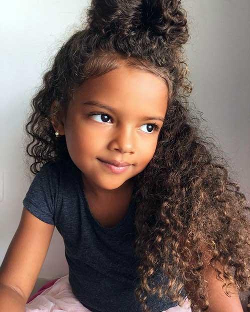 penteado para cabelo longo cacheado de criança