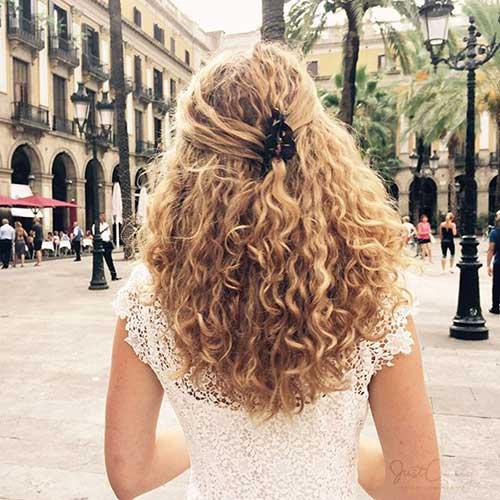penteado para cabelo longo cacheado meio preso