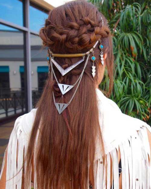 penteado com acessorio de princesa