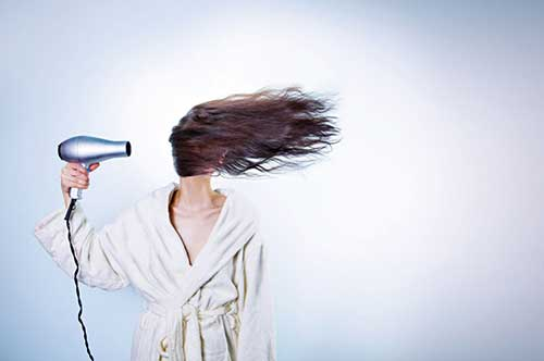 secador de cabelo pode dar oleosidade
