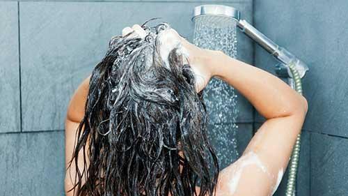 como limpar os cabelos direito