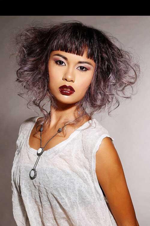 cabelo preto com mechas roxas