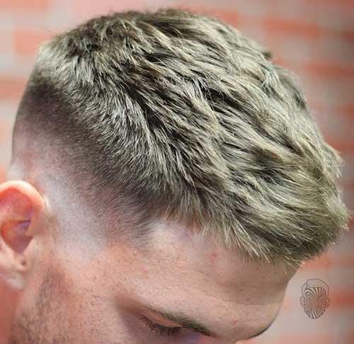 corte de cabelo com luzes loiras