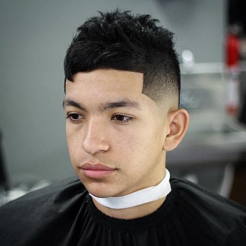 cabelo crespo despenteado masculino