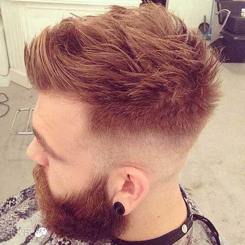 penteado masculino estilizado disfarçado de moicano