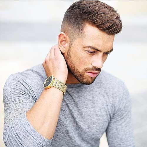 cabelo liso masculino em degrade com topete